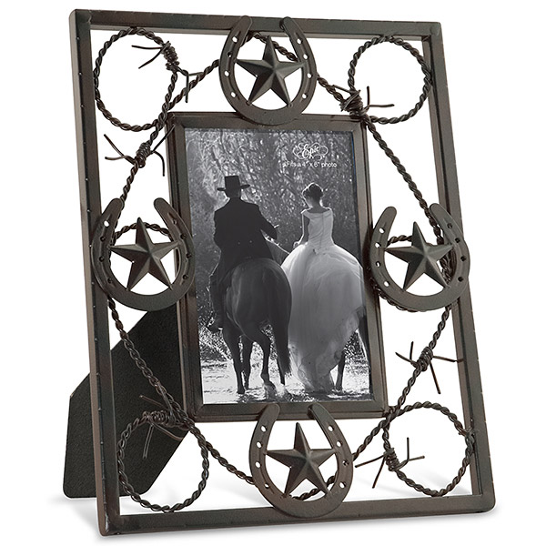 barbed wire horseshoe frame